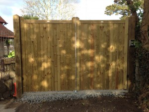 Timber electric gates in Cornwall