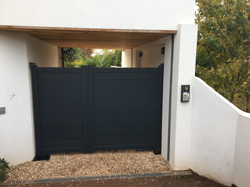 Flat top Aluminium Gates in SM11 modern design