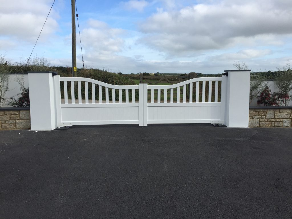 Open top slatted aluminium gates with solid bottom panel, Perranporth